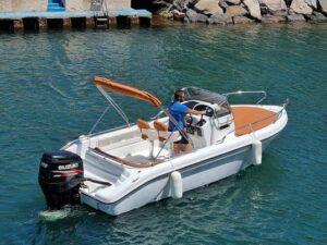 Capitaine Plaisance location de bateau sur le port d'agay dans le var ranieri shadow 22