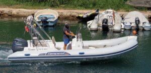Capitaine Plaisance location bateau semi rigide capelli tempest sur le port d'agay Saint Raphael